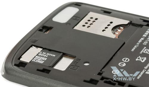 Разъемы для карты памяти и SIM-карты Sharp SH631W