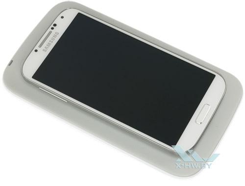 Samsung Galaxy S4 на беспроводной зарядке