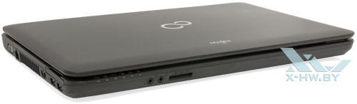 Fujitsu LIFEBOOK AH502. Вид спереди