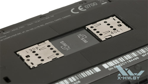 Разъемы для SIM-карт на ASUS Zenfone 5 над аккумулятором