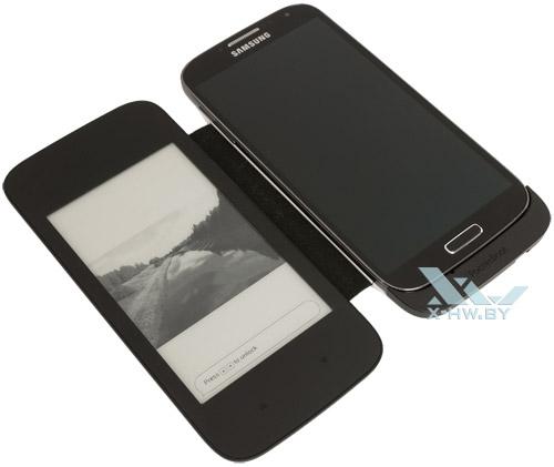 PocketBook CoverReader для Galaxy S4 вместе со смартфоном