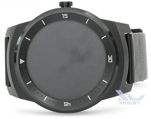 LG G Watch R. Вид спереди