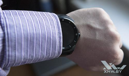 LG G Watch R на руке