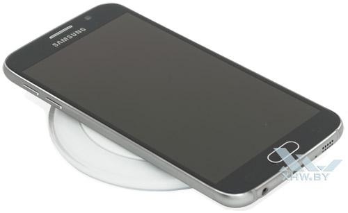 Samsung Galaxy S6 на беспроводной зарядке