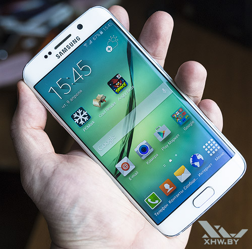 Samsung Galaxy S6 edge с включенным экраном