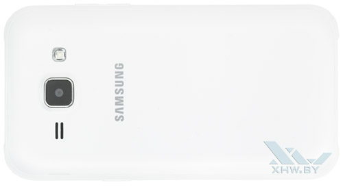 Samsung Galaxy J1. Вид сзади