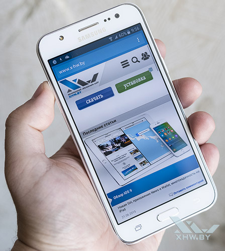 Samsung Galaxy J5 в руке
