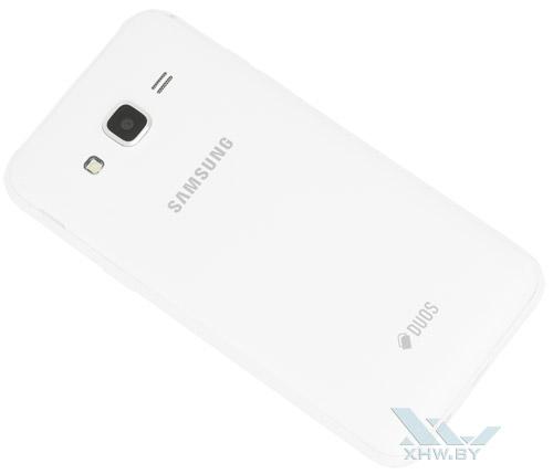 Samsung Galaxy J5. Вид сзади