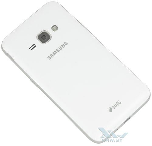 Samsung Galaxy J1 (2016). Вид сзади
