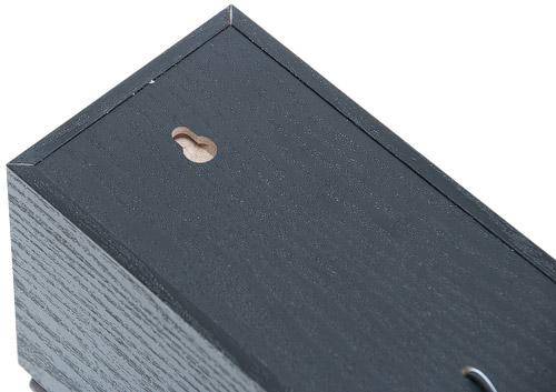 Отверстия для навешивание на стену сателлитов Edifier X400