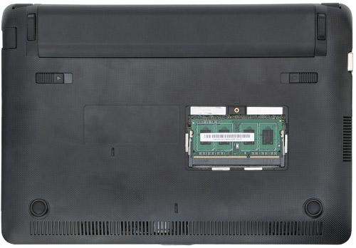 Днище ASUS Eee PC 1015PD со вскрытым корпусом для обновления модуля ОЗУ