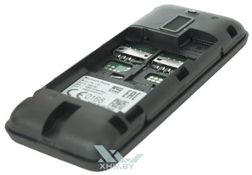 Слоты для SIM-карт у Nokia 130 Dual SIM находятся под батареей