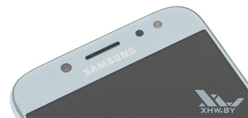 Над дисплеем находится камера со вспышкой Samsung Galaxy J5 (2017)