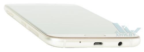 Снизу Samsung Galaxy J7 (2017) находится разъем microUSB