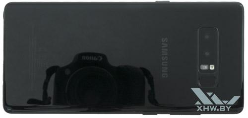 Тыльная сторона Samsung Galaxy Note 8 из стекла позволяет заряжать его без проводов