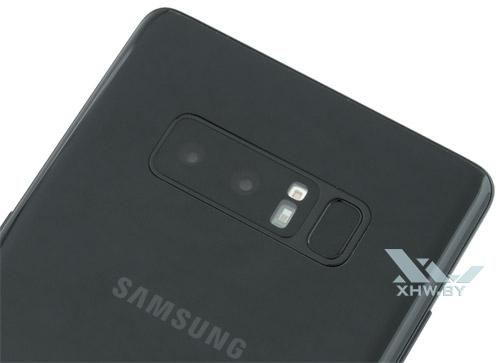 Сканер отпечатков пальцев Samsung Galaxy Note 8 расположен очень близко к камере