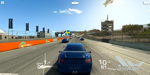 Игра Real Racing 3 на Huawei P smart