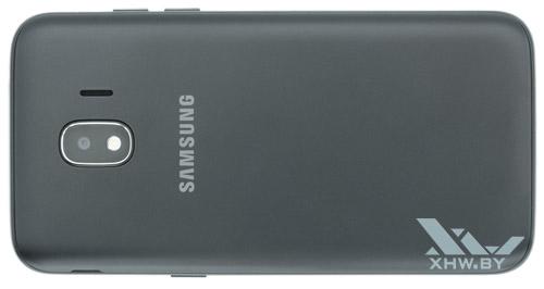 На тыльной стороне Samsung Galaxy J2 (2018) лишь немного выделяется логотип