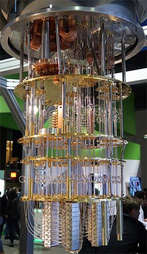 Насколько непросто построить квантовый компьютер, можно судить по этой системе ввода/вывода для одного из квантовых прототипов IBM