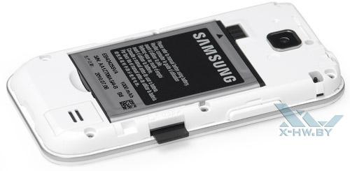 Карта памяти microSD в слоте Samsung Galaxy Player 50