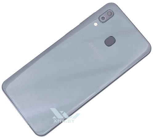 Samsung Galaxy A30. Вид сзади