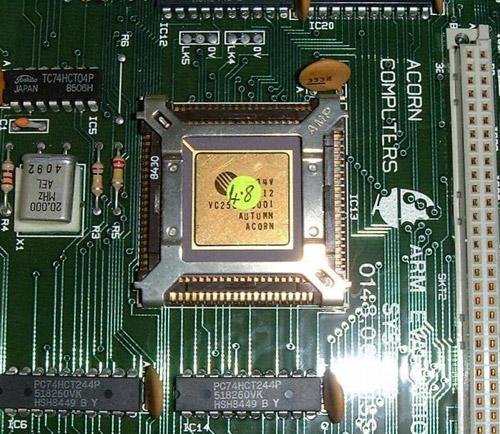 Один из первых чипов ARM производства компании Acorn
