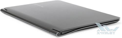 Закрытый Samsung 900X3A. Вид сзади
