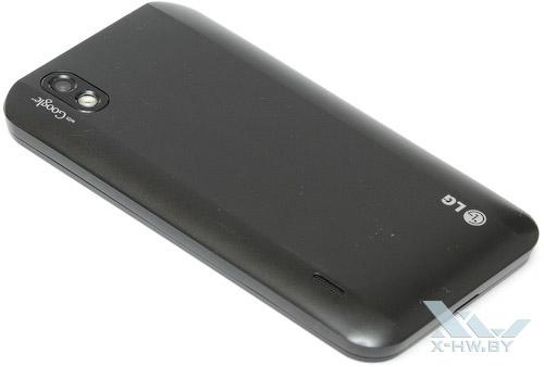 LG Optimus Black P970. Вид сзади