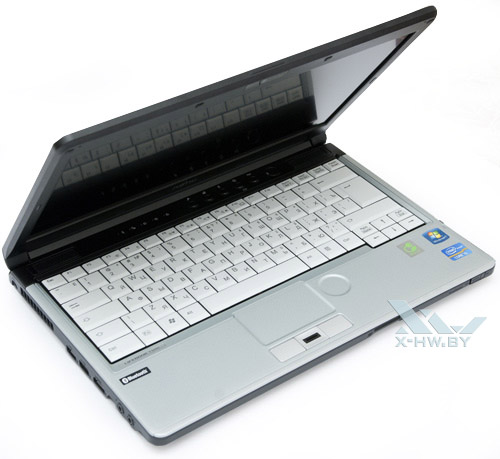 Приоткрытый Fujitsu LIFEBOOK S761