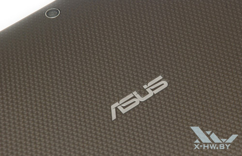 Логотип ASUS на задней крышке ASUS Eee Pad Transformer TF101