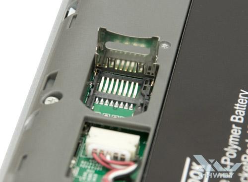 Слот для карты памяти microSD в PocketBook IQ 701