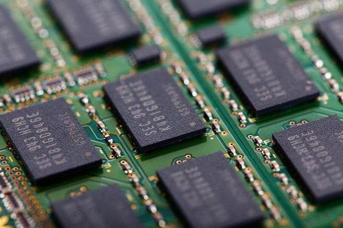 Samsung готовится начать массовое производство 4-битовой флеш-памяти
